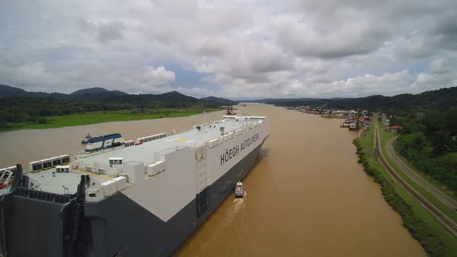 Höegh Target passing the Panama Canal