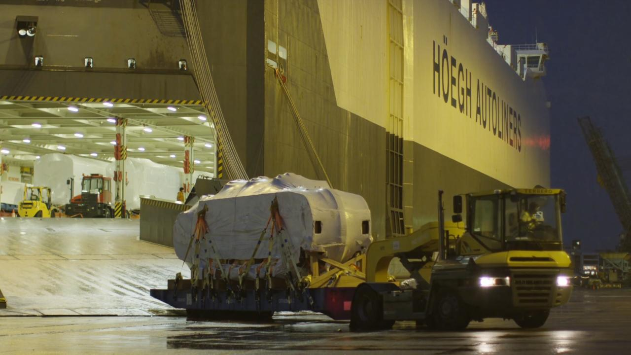 New Horizon vessel Höegh Tracer calls the Port of Newcastle, Video