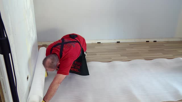 How To Lay Laminate Flooring Video Bunnings Warehouse