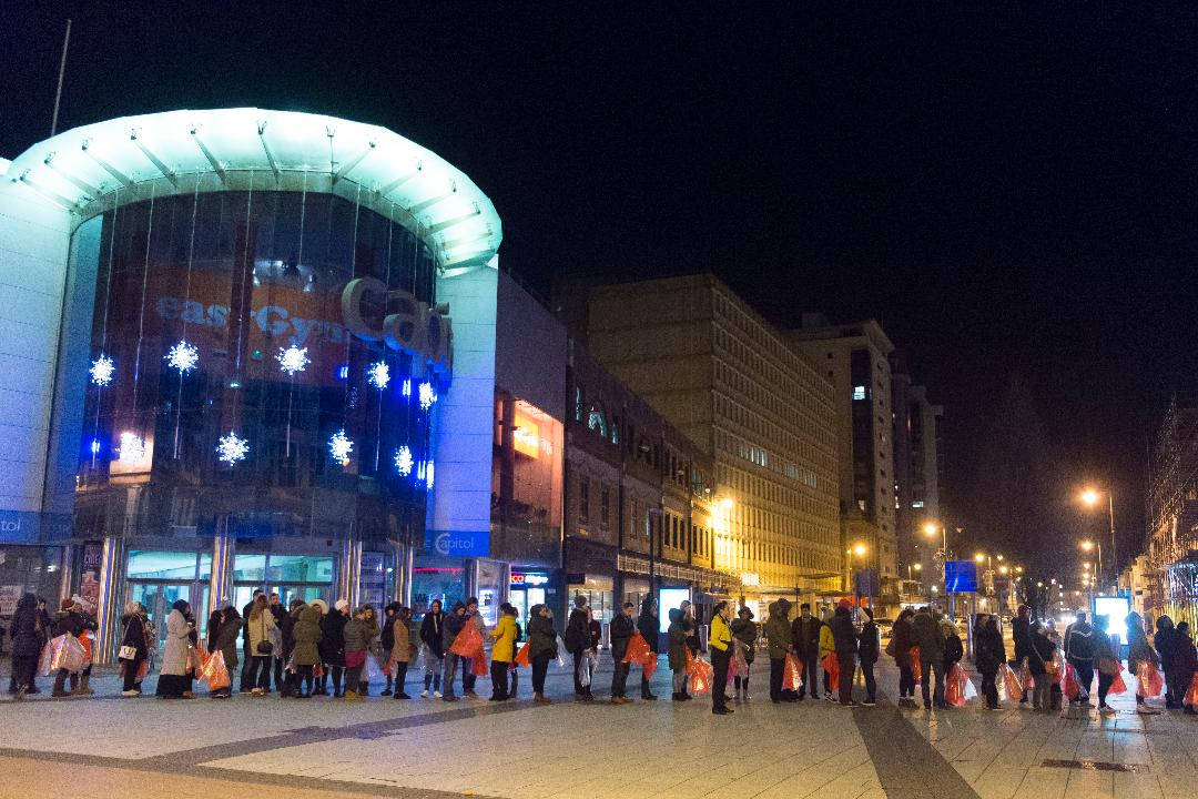 Boxing Day Sales 2016 Shoppers Queue From 1am Outside Next To Be First In Line For Sale Wales Online