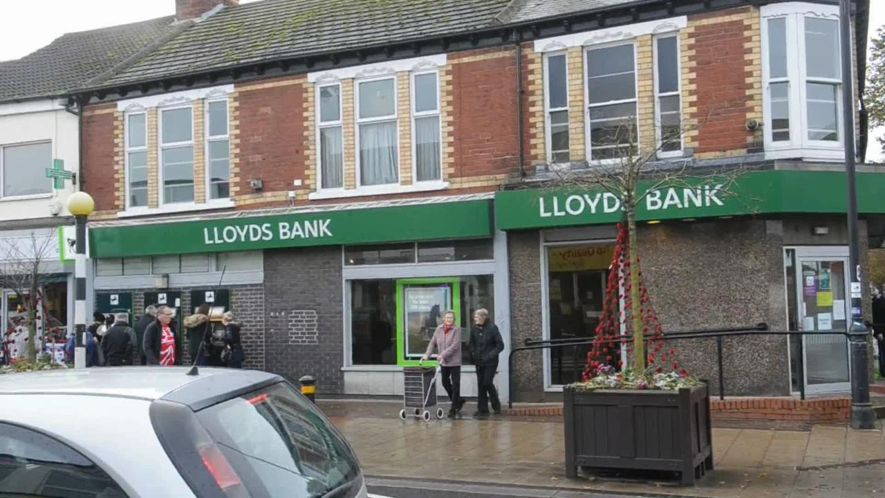 Man admits his part in clown mask Newland Avenue bank robbery - Hull ...