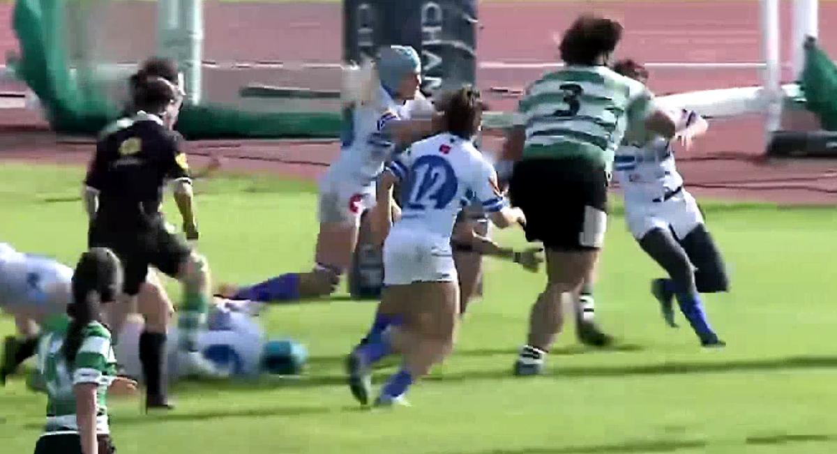 Giant Black Ferns prop bulldozers her way through hapless defenders in ridiculous mismatch