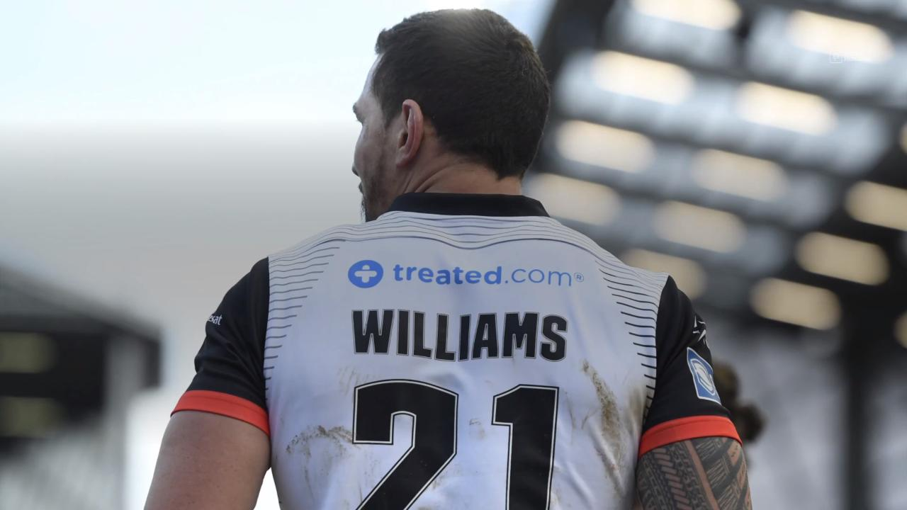 Williams makes losing league return