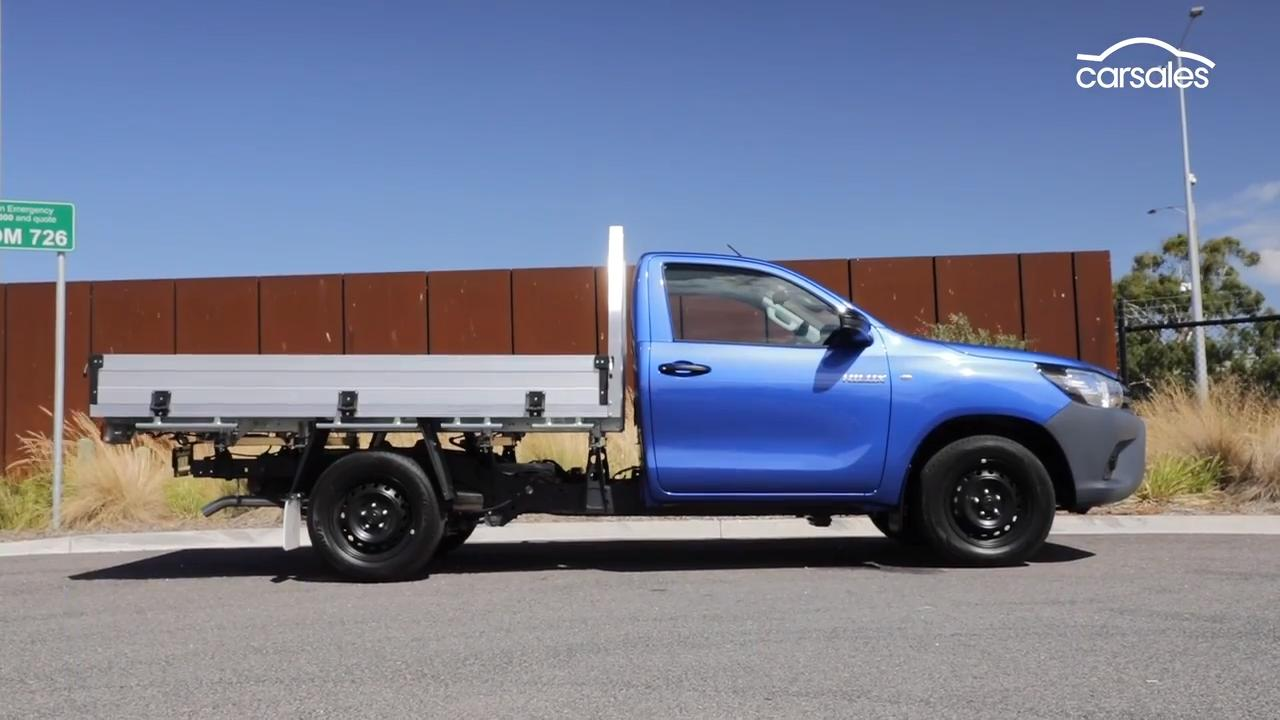 Toyota HiLux Workmate 2019 Video Review - motoring com au